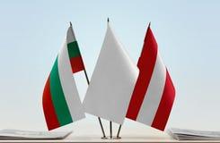 Bandeiras de Bulgária e de Áustria fotografia de stock