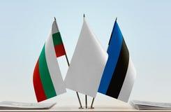 Bandeiras de Bulgária e de Estônia fotos de stock royalty free