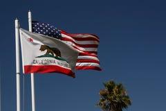Bandeiras de Califórnia e de E.U. Imagem de Stock Royalty Free