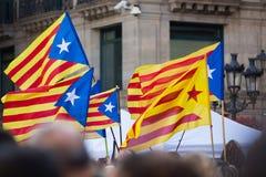 Bandeiras de Catalonia do voo Fotos de Stock