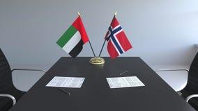 Bandeiras de Emiratos Árabes Unidos UAE e Noruega e papéis na tabela Negociações e assinatura de um internacional ilustração do vetor