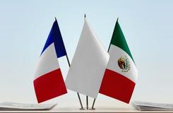 Bandeiras de França e de México fotografia de stock