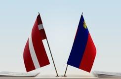 Bandeiras de Letónia e de Liechtenstein fotos de stock