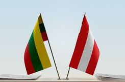 Bandeiras de Lituânia e de Áustria fotografia de stock