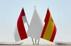 Bandeiras de Mônaco e da Espanha imagem de stock royalty free
