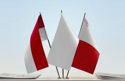 Bandeiras de Mônaco e de Malta fotografia de stock royalty free