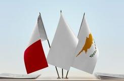 Bandeiras de Malta e de Chipre foto de stock royalty free