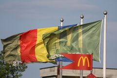 Bandeiras de McDonalds foto de stock royalty free