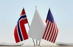 Bandeiras de Noruega e de EUA fotos de stock