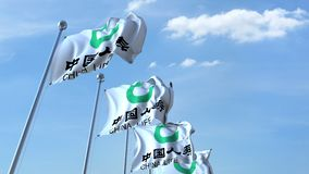 Bandeiras de ondulação com logotipo da companhia de seguros de China Life contra o céu, laço sem emenda animação do editorial 4K filme