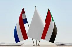 Bandeiras de Países Baixos e de Sudão fotos de stock