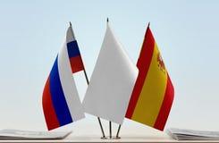 Bandeiras de Rússia e de Espanha foto de stock
