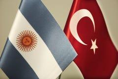 Bandeiras de Turquia e de Argentina ilustração do vetor