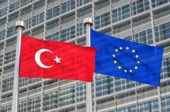 Bandeiras de Turquia e de Europa Fotografia de Stock