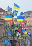Bandeiras de Ucrânia e de partidos de oposição em Kiev Fotografia de Stock