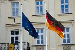 Bandeiras do alemão e do Euro que voam junto Fotos de Stock Royalty Free