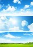Bandeiras do campo da grama e do céu Imagem de Stock