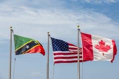Bandeiras do Estados Unidos e do Canadá do St Kitts Fotografia de Stock Royalty Free