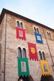 Bandeiras do festival medieval do reenactment histórico em Bevagna fotos de stock