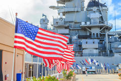 Bandeiras do memorial da navio de guerra de Missouri fotografia de stock