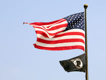 Bandeiras do mia do americano e do prisioneiro de guerra fotos de stock royalty free