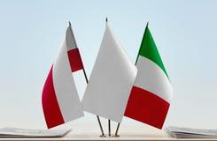 Bandeiras do Polônia e do Itália fotos de stock