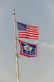 Bandeiras dos E.U. e do Wyoming Fotografia de Stock Royalty Free