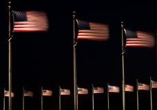 Bandeiras dos E.U. na noite foto de stock royalty free