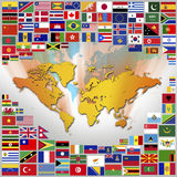 Bandeiras e mapa do mundo Imagens de Stock
