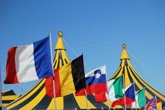 Bandeiras e tenda do circus Imagem de Stock