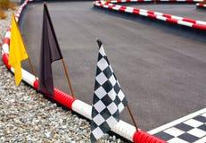 Bandeiras em carting a trilha Foto de Stock
