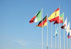 Bandeiras em um céu azul Fotografia de Stock Royalty Free