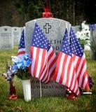 Bandeiras em um cemitério nacional Foto de Stock