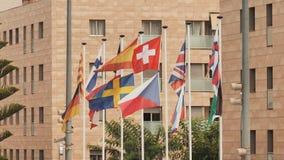Bandeiras europeias na rua em Calella spain video estoque