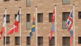 Bandeiras europeias na rua em Calella spain filme