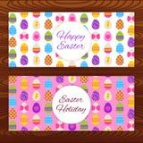 Bandeiras felizes da Web da Páscoa na textura de madeira Foto de Stock