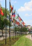 Bandeiras internacionais em Haia, Holland Fotografia de Stock
