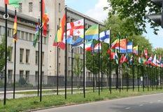 Bandeiras internacionais em Haia, Holland Imagens de Stock Royalty Free
