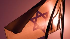 Bandeiras israelitas no nascer do sol