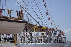 Bandeiras náuticas em um navio de navigação alto de Equador Fotografia de Stock Royalty Free
