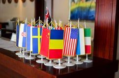 Bandeiras na mesa fotografia de stock