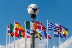Bandeiras nacionais no quadrado europeu Fotos de Stock