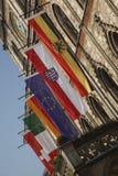 Bandeiras no edifício Imagens de Stock Royalty Free