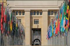Bandeiras no prédio de escritórios Imagens de Stock