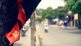 Bandeiras no tronco de árvore Fotografia de Stock