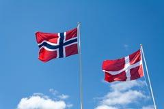 Bandeiras norueguesas e dinamarquesas Foto de Stock