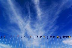 Bandeiras que voam na brisa imagem de stock