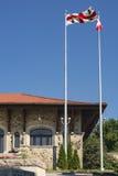 Bandeiras reais do chalé da montagem Fotos de Stock Royalty Free