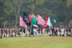 Bandeiras regimentais continentais no 225th aniversário da vitória em Yorktown, um reenactment do cerco de Yorktown, onde Ge Imagens de Stock Royalty Free