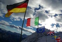 Bandeiras sobre uma montanha Foto de Stock Royalty Free